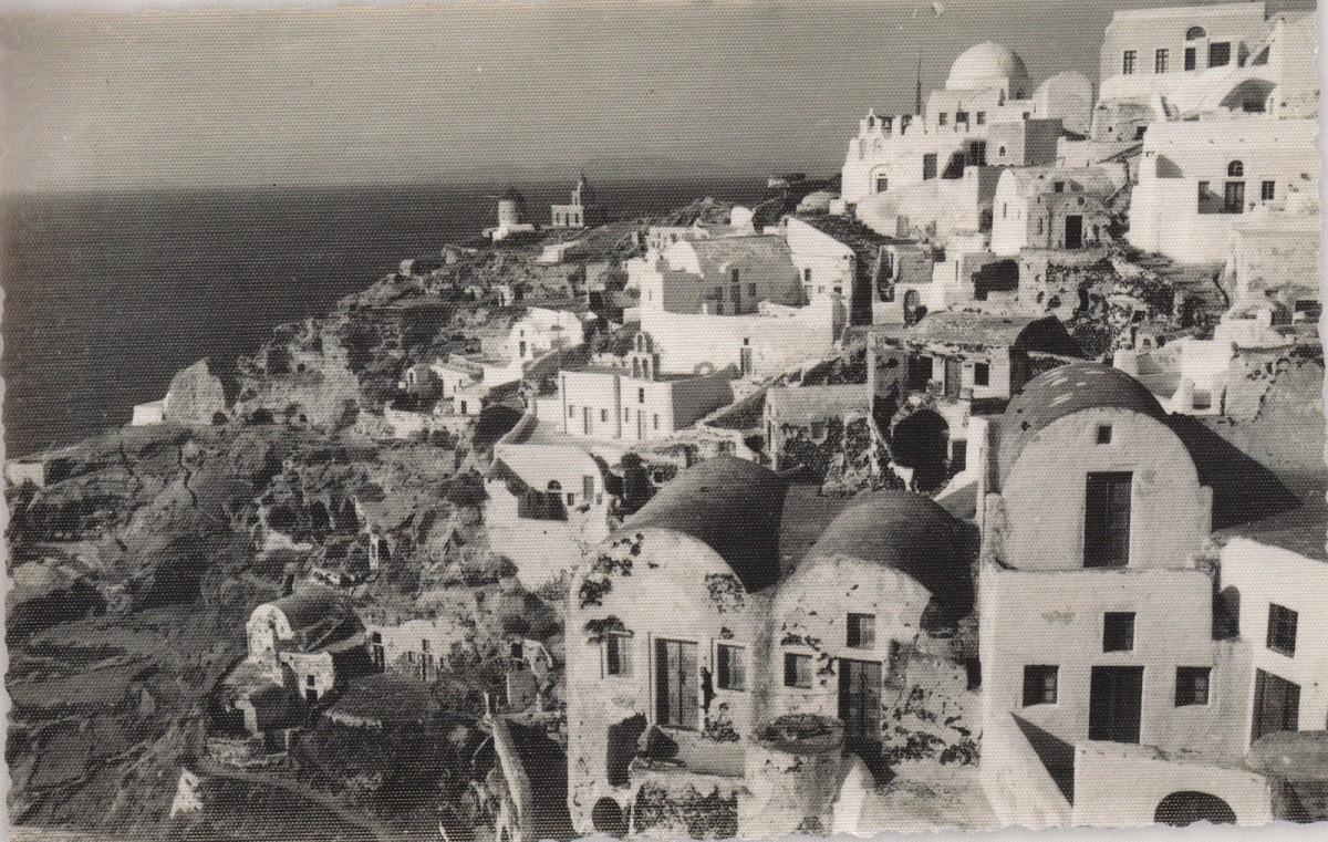 Εικ. 7. Φωτογραφία της περιοχής της Αγ. Αικατερίνας που διακρίνεται πάνω δεξιά. Στο κέντρο ο μικρός ναός της Αγ. Παρασκευής (6) με τις δύο όψεις και το καμπαναριό στο δεξί τμήμα του κτιρίου. Πηγή: Τσίτουρας, 2014, 41.