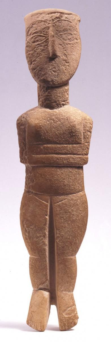 Μαρμάρινο κυκλαδικό ειδώλιο με ίχνη χρωματικής διακόσμησης,2800-2300 π.Χ.Συλλογή Ν.Π. Γουλανδρή, αρ. 252. Μουσείο Κυκλαδικής Τέχνης, Αθήνα.