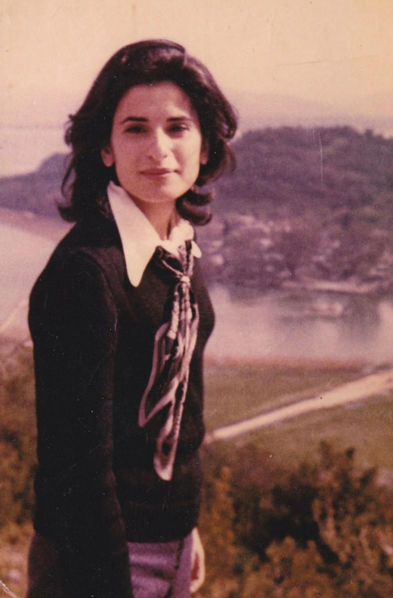Εικ. 1. Η Μαρίνα Λυκιαρδοπούλου–Πέτρου στο επαγγελματικό της ξεκίνημα (1971).