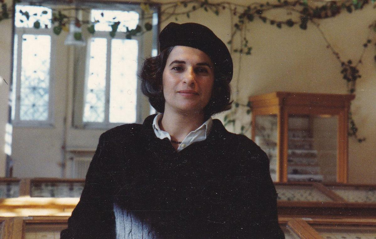 Εικ. 2. Η Μαρίνα Λυκιαρδοπούλου–Πέτρου στην έκθεση του Νομισματικού Μουσείου, στην οδό Τοσίτσα 1 (1990).