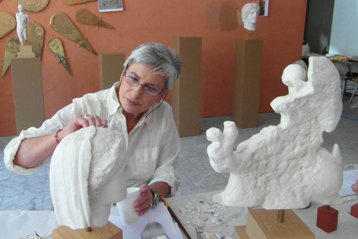 Εικ. 18. Προετοιμασία Μουσείου με αντίγραφα Ελληνικών Αρχαιοτήτων στο Κονέκτικατ των ΗΠΑ (2012).