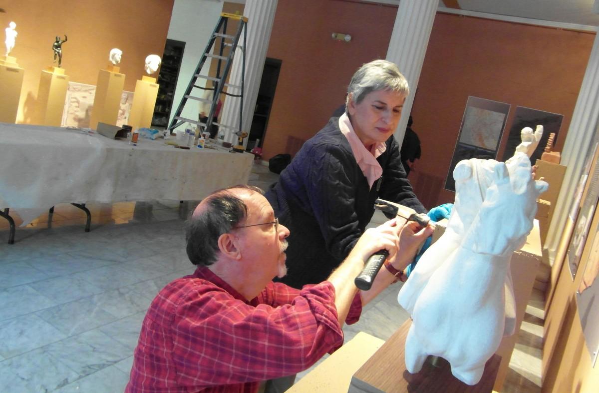 Εικ. 19. Προετοιμασία Μουσείου με αντίγραφα Ελληνικών Αρχαιοτήτων στο Κονέκτικατ των ΗΠΑ (2012).