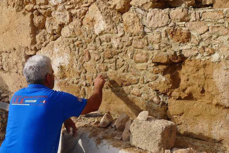 Εργασίες συντήρησης του ρωμαϊκού κτηρίου από συνεργεία του Τμήματος Αρχαιοτήτων. © MafaP.