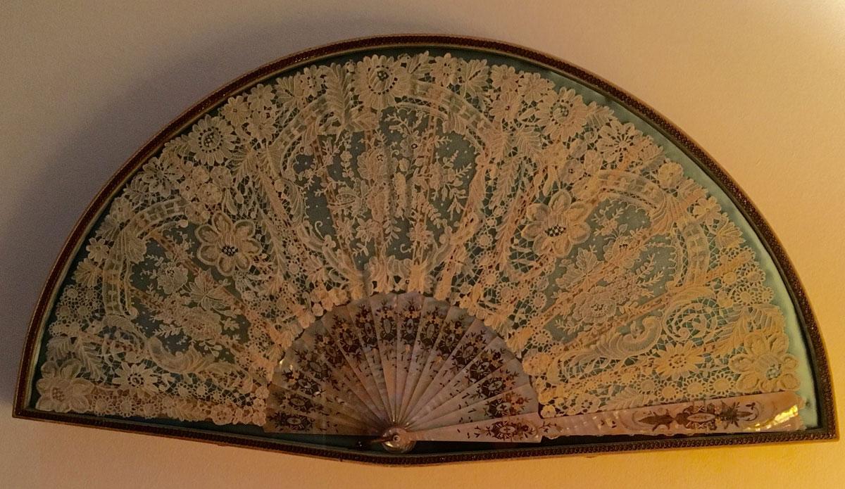 Βεντάλια του 19ου αιώνα από δαντέλα.
