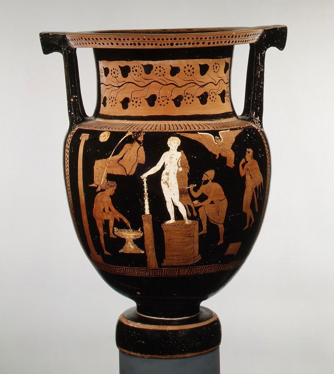 Ο απουλικός κρατήρας, που θα εκτεθεί από τις 9 Μαΐου έως τις 30 Σεπτεμβρίου σε αίθουσα του Εθνικού Αρχαιολογικού Μουσείου (φωτ. ΑΠΕ-ΜΠΕ).