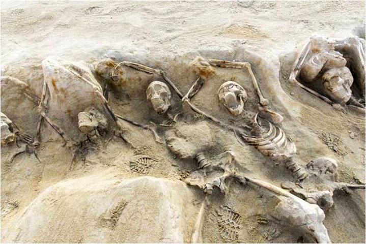 Ομαδική ταφή στη νεκρόπολη του Φαλήρου (φωτ. ΥΠΠΟΑ).