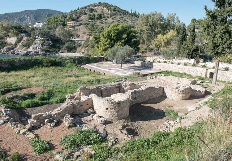 Αρχαία Ασίνη: Το υστερορωμαϊκό λουτρό από τα νοτιοανατολικά, όπως είναι σήμερα (φωτ. «Αρχαιολογία και Τέχνες)».
