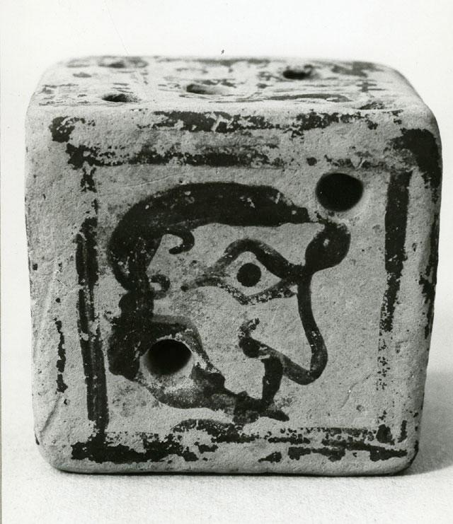 Εξάρτημα αρχαίου επιτραπέζιου παιχνιδιού.
