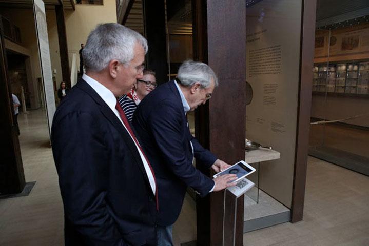 O Yπουργός Πολιτισμού και Αθλητισμού, Αριστείδης Μπαλτάς, στο Βυζαντινό και Χριστιανικό Μουσείο.