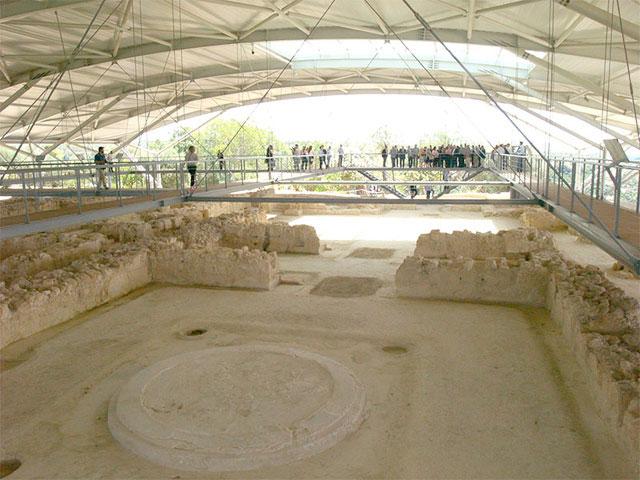 Άποψη του αρχαιολογικού χώρου του ανακτόρου του Νέστορος.