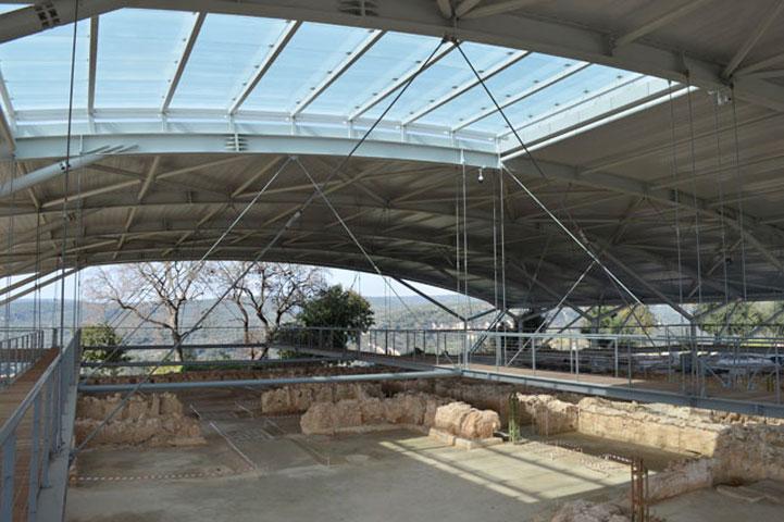 Ο αναβαθμισμένος αρχαιολογικός χώρος του Ανακτόρου του Νέστορος διαθέτει νέες υποδομές περιήγησης και εξασφαλίζει άνετη πρόσβαση σε όλες τις ομάδες κοινού.