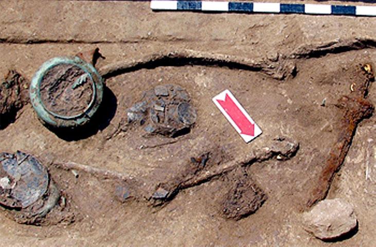 Από την ανακάλυψη πλινθοκεραμείου στη θέση «Τσίκαρη» Καστρακίου (φωτ. ert.gr)