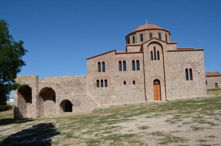 H ανέγερση του ναού συνδέεται με την ίδρυση της Αρχιεπισκοπής Χριστιανουπόλεως από τον αυτοκράτορα Αλέξιο Α΄ Κομνηνό.