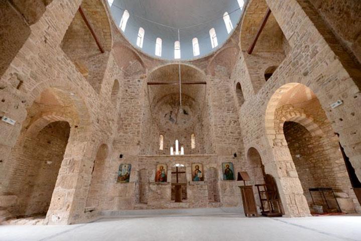 Το εσωτερικό του ναού μετά τις εργασίες αποκατάστασης.