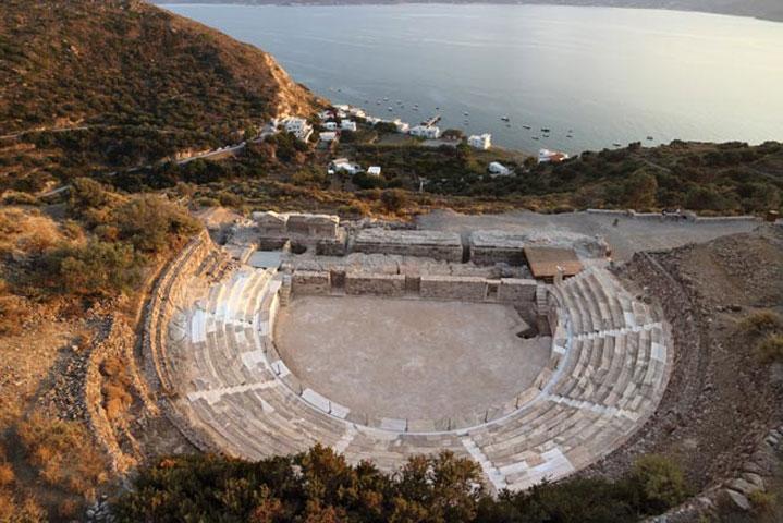 Το αρχαίο θέατρο Μήλου.