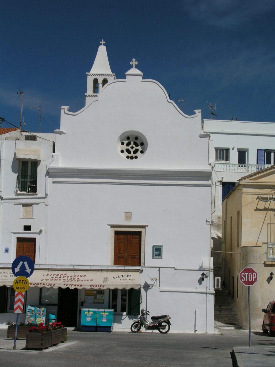 Εικ. 2. Χώρα Τήνου, μονή Αγίου Αντωνίου της Πάδοβας. Χαρακτηριστική πρόσοψη ιταλικού μπαρόκ (φωτογραφία Δ. Ρουμπιέν).