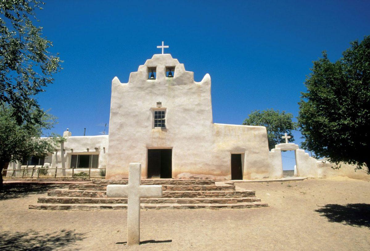 Εικ. 4. Laguna, Νέο Μεξικό, ναός Αγίου Ιωσήφ (San José). Χαρακτηριστική διαμόρφωση του αετώματος με ανασήκωμα των άκρων (πηγή: διαδίκτυο).