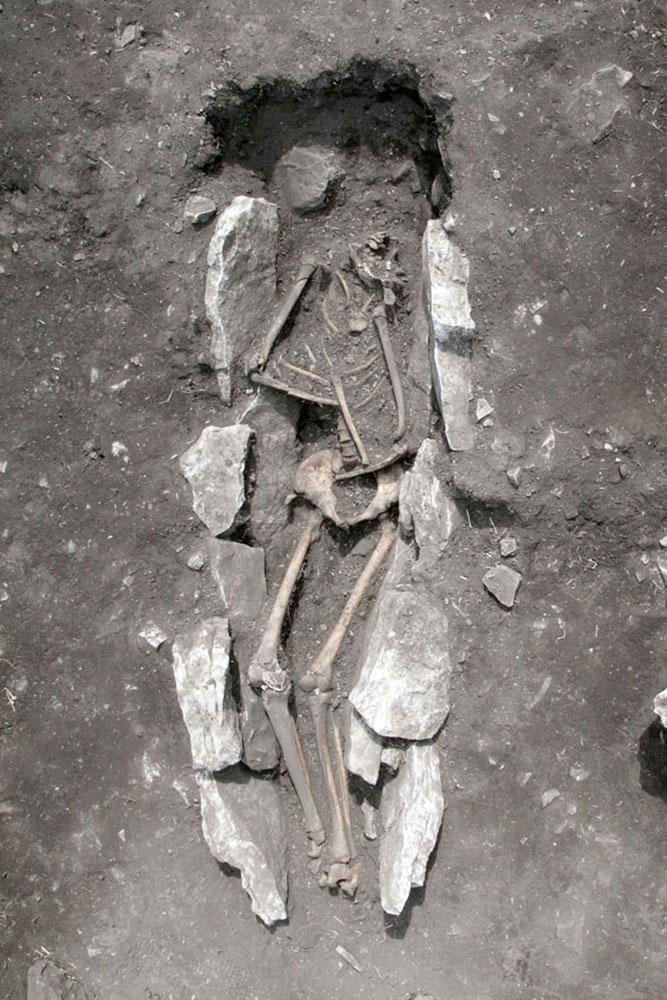 Η ταφή μετά την αφαίρεση των πλακών (φωτ. ΥΠΠΟΑ).