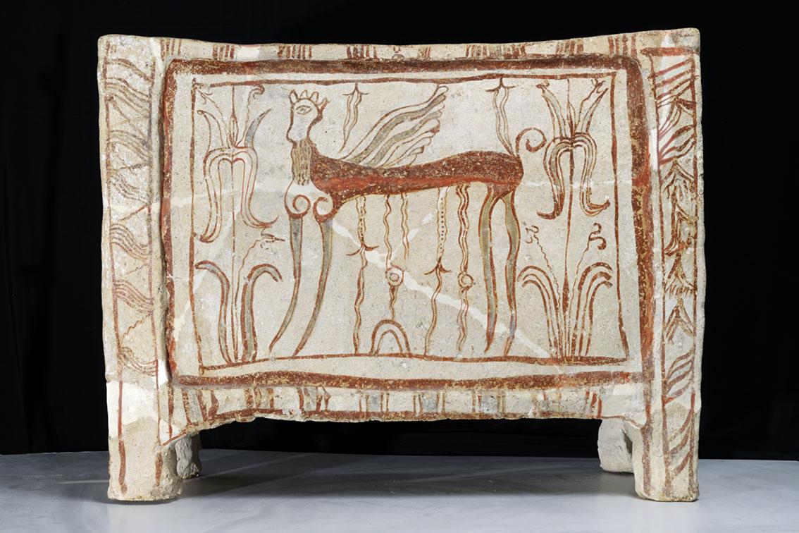 Λάρνακα με σφίγγα, Αρχαιολογικό Μουσείο Θηβών