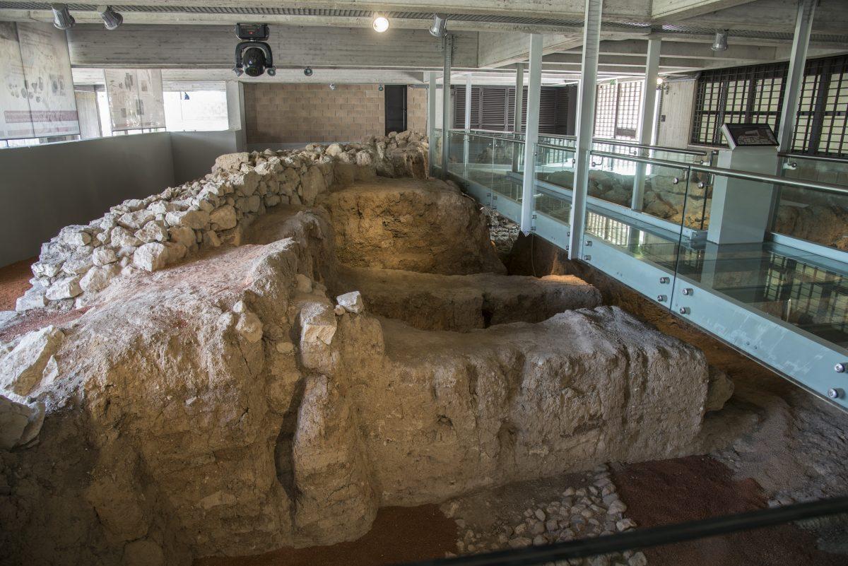 Μυκηναϊκό τείχος, Αρχαιολογικό Μουσείο Θηβών