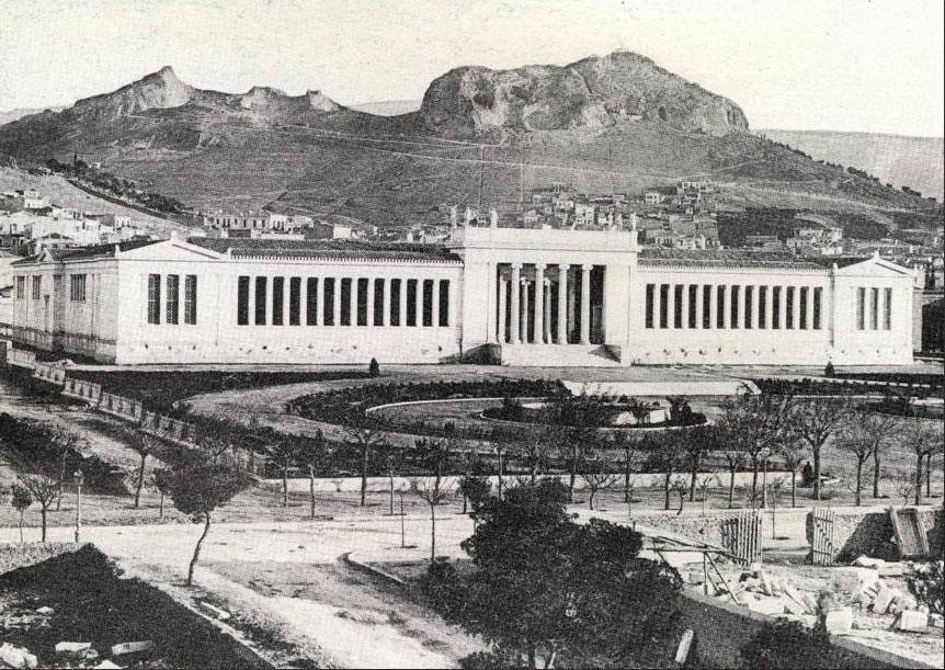 Η πρώτη φωτογραφία του Εθνικού Αρχαιολογικού Μουσείου μετά την ολοκλήρωση της ανέγερσής του, το 1889.