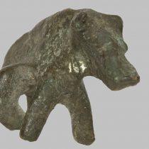 Χάλκινο σύμπλεγμα ζώων που πιθανότατα αποδίδει σκηνή θηλασμού. Αρχαιολογικό Μουσείου Ρεθύμνου.