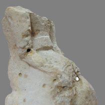 Το άγαλμα της καθιστής θεάς. Αρχαιολογικό Μουσείο Ρεθύμνου.