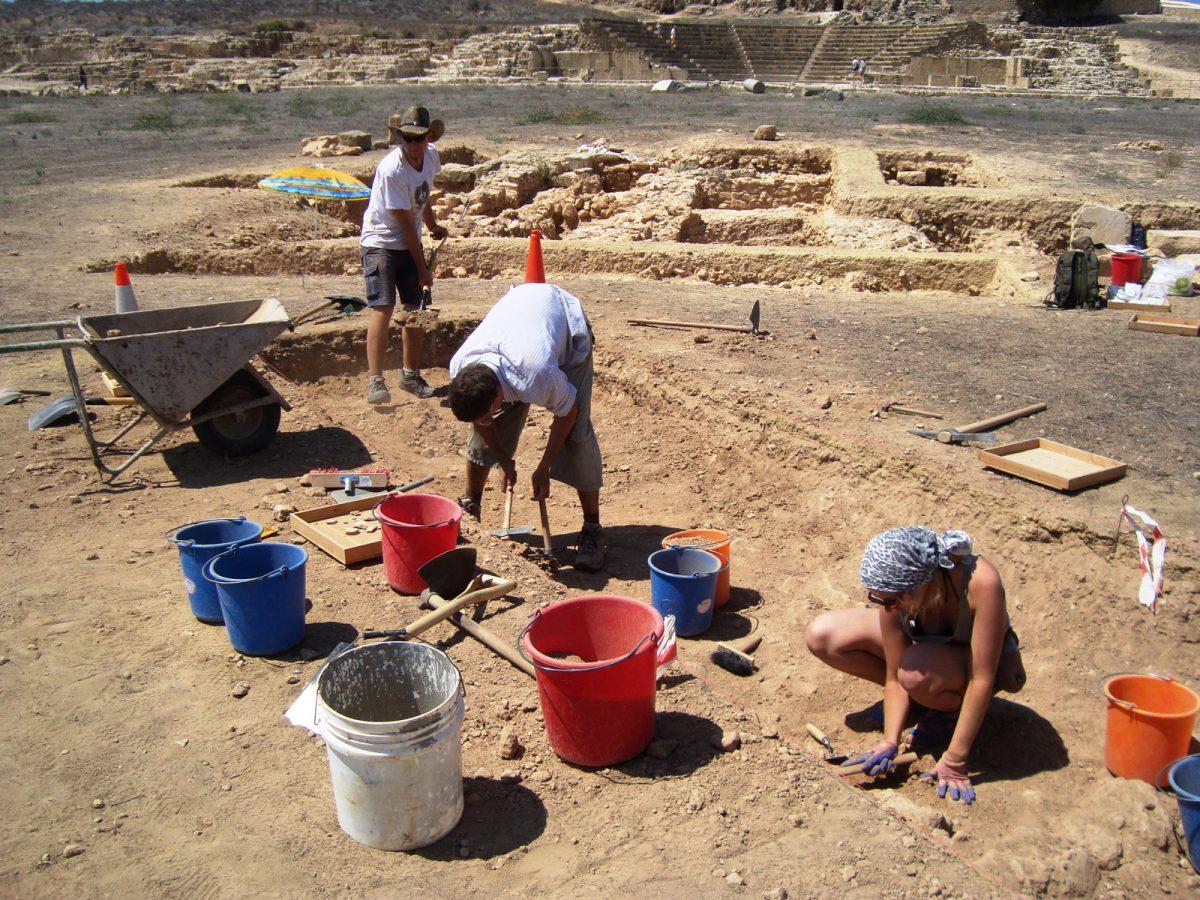 Αγορά Νέας Πάφου: Εργασίες στην Τομή V (η Τομή Ι διακρίνεται στο βάθος). Φωτ.: E. Papuci-Wladyka.