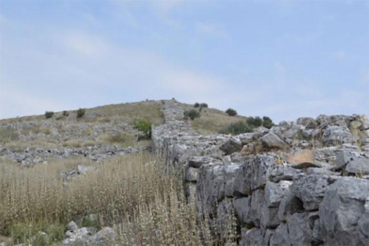 Οχυρώσεις στον αρχαιολογικό χώρο του Βλοχού (φωτ. ΥΠΠΟΑ).