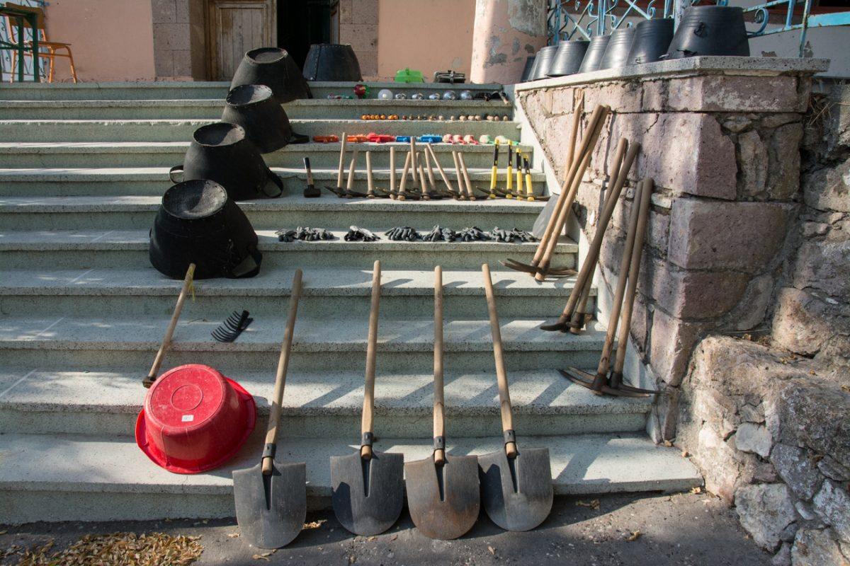 Εικ. 10. Τα εργαλεία της ανασκαφής.