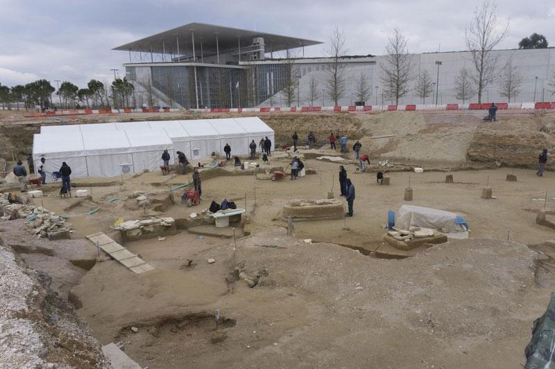 Το κέλυφος και η ανασκαφή στο ΚΠΙΣΝ που συνεχίζεται.