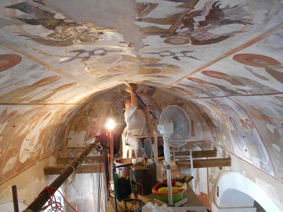Εικ. 30. Κόσοβο. Prizren. Ναός Αγίου Γεωργίου Runović. Αισθητική αποκατάσταση των τοιχογραφιών του 16ου αι. από τη ζωγράφο – ψηφιδογράφο Δήμητρα Καμαράκη.