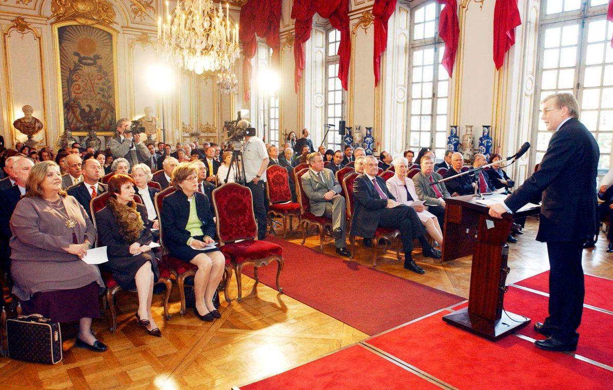 Εικ. 8. Στρασβούργο, Palais Rohan. Η τελετή βράβευσης του ΜΒΠ από το Συμβούλιο της Ευρώπης.