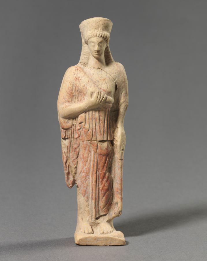 Όρθια γυναικεία μορφή. 475-450 π.Χ. Σίνδος.