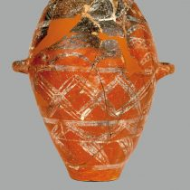 Ταφικός πίθος. 1900-1700 π.Χ. Αρχαιολογικό Μουσείο Ναυπλίου. Φωτ.: Αρχείο Εφορείας Αρχαιοτήτων Αργολίδας / ΥΠΠΟΑ – ΤΑΠ.