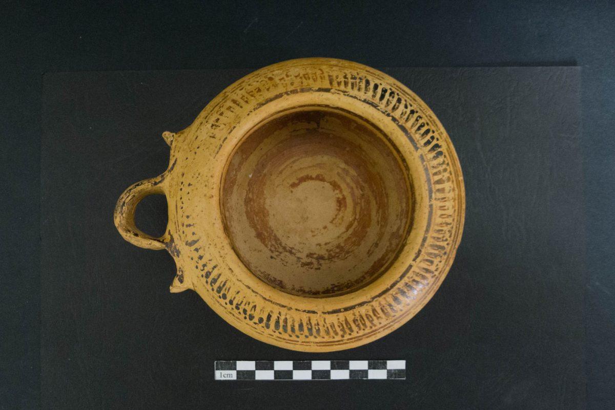 Κορινθιακό εξάλειπτρο (αγγείο για αρωματικές αλοιφές). Φωτ.: Εφορεία Αρχαιότητων Φλώρινας.