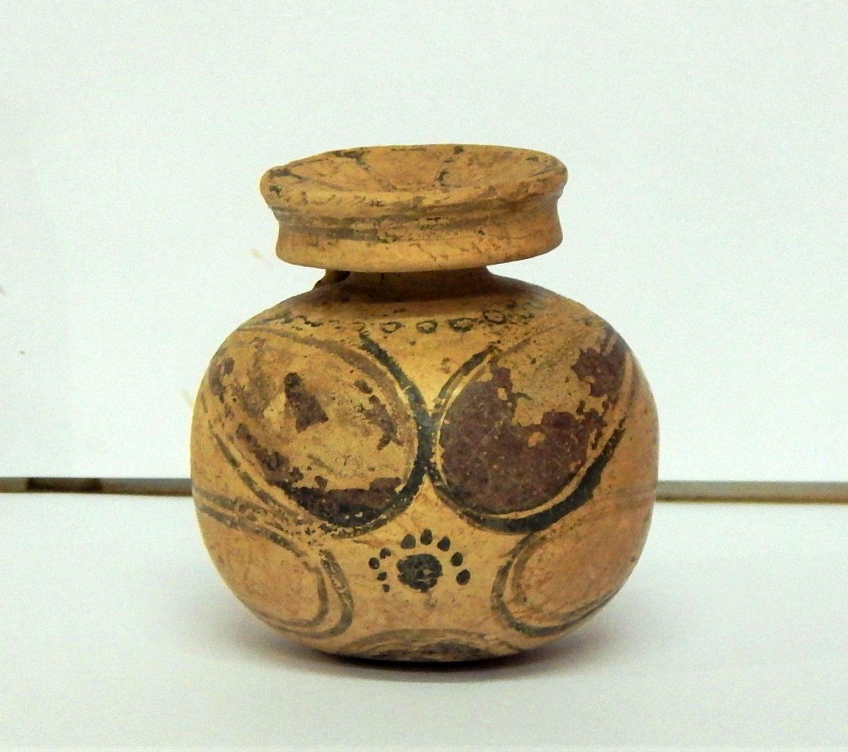 Κορινθιακός αρύβαλλος. Φωτ.: Εφορεία Αρχαιότητων Φλώρινας.