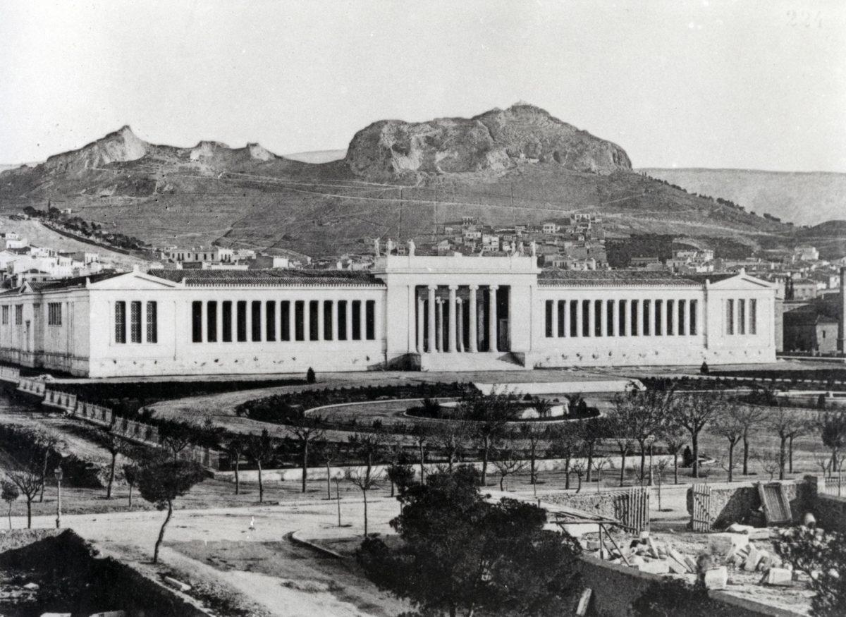 Άποψη του Εθνικού Αρχαιολογικού Μουσείου αμέσως μετά από την αποπεράτωσή του το 1889 (© TAΠΑ/Εθνικό Αρχαιολογικό Μουσείο).