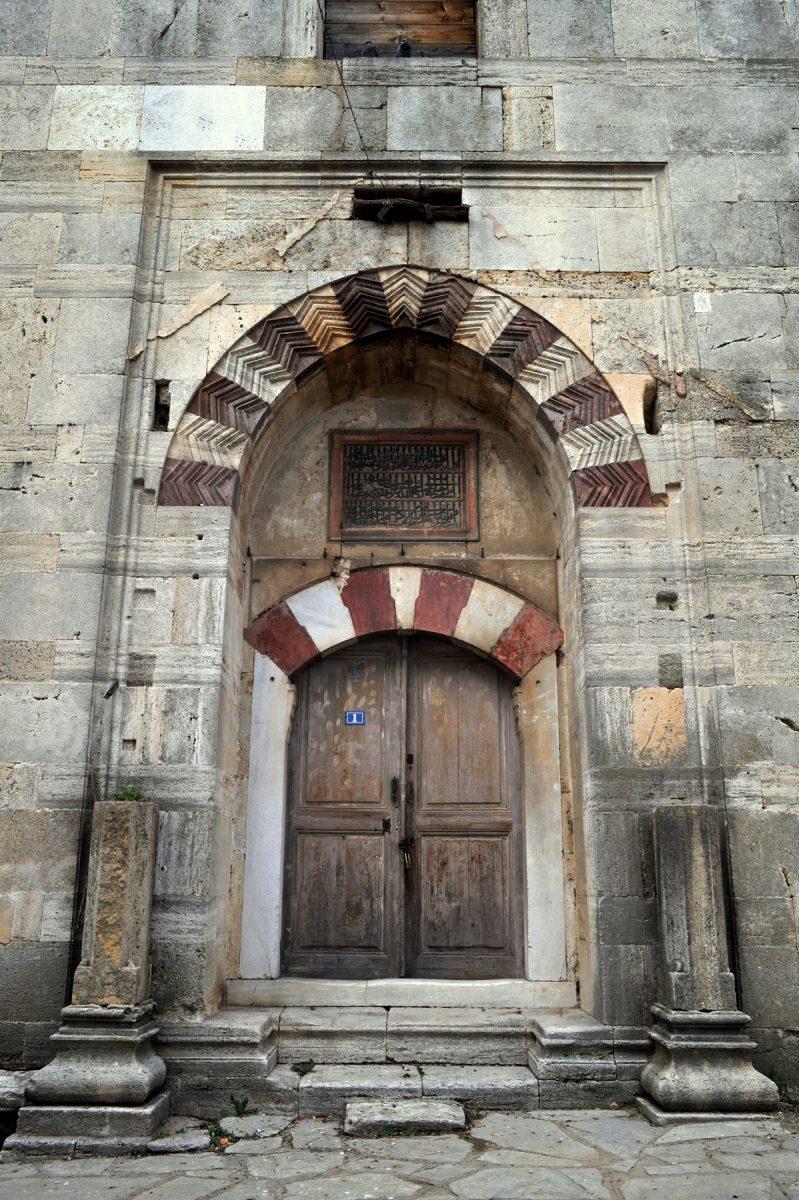 Η είσοδος του Τεμένους Βαγιαζήτ στο Διδυμότειχο (φωτ. Βικιπαίδεια).