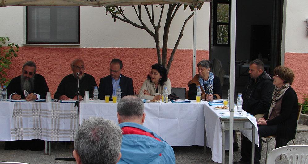 Από αριστερά: ο Μητροπολίτης Ρεθύμνης και Αυλοποτάμου Ευγένιος, ο Γ. Λελεδάκης, ο Γ. Μαρινάκης, η Α. Τζιγκουνάκη, η Α. Λαμπράκη, ο Σ. Βιδιαδάκης και η Ε. Φουρναράκη.
