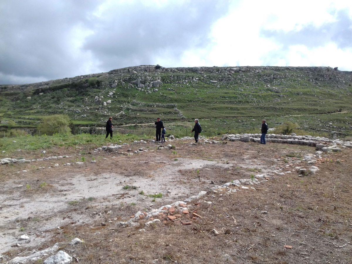 Στο πλαίσιο της εκδήλωσης πραγματοποιήθηκε ξενάγηση στον αρχαιολογικό χώρο της Ονιθές.