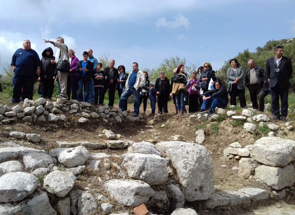Ξενάγηση στον αρχαιολογικό χώρο της Ονιθές από τον αρχαιολόγο Κυριάκο Ψαρουδάκη.