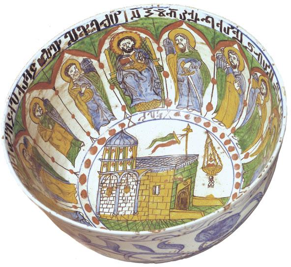 Εικ. 14. Κεραμική κούπα με παράσταση του Πανάγιου Τάφου και των δώδεκα αποστόλων, έργο του Αρμένιου τεχνίτη Τόρος. Κιουτάχεια, 1718–1719. Δωρεά Ελένης Σταθάτου. Μουσείο Μπενάκη Ελληνικού Πολιτισμού 7649. © Μουσείο Μπενάκη.