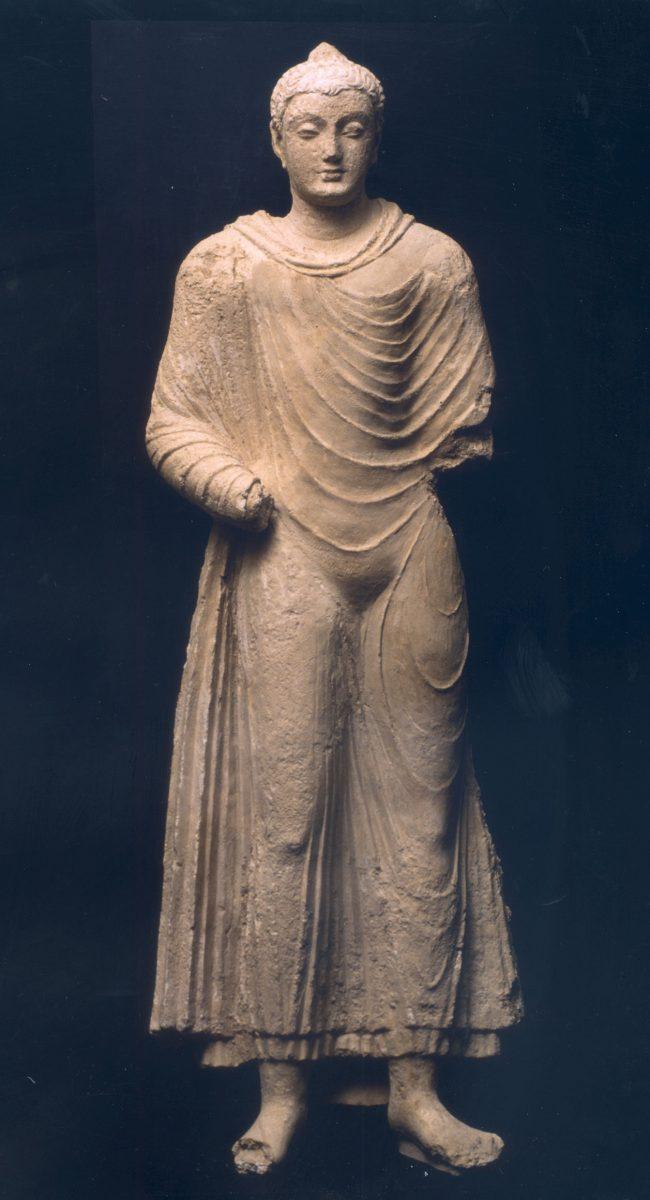 Εικ. 15. Άγαλμα Βούδα. Γκαντάρα, Πακιστάν. 4ος αι. μ.Χ. Μουσείο Μπενάκη 36276. © Μουσείο Μπενάκη.