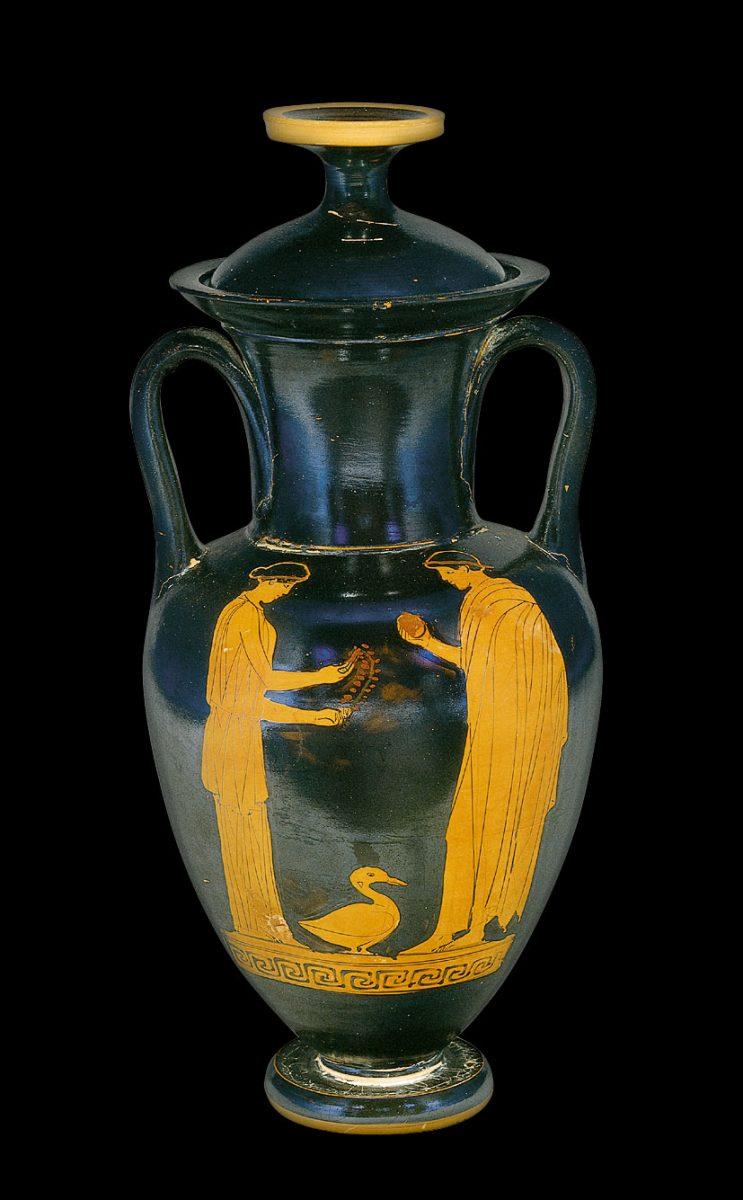 Εικ. 1. Ερυθρόμορφος αμφορέας αττικού εργαστηρίου με παράσταση «ερωτικής» συνομιλίας, 460–450 π.Χ. Αποκτήθηκε με τη συνδρομή του Ιδρύματος Α. Γ. Λεβέντη. Μουσείο Μπενάκη Ελληνικού Πολιτισμού 33631. © Μουσείο Μπενάκη.