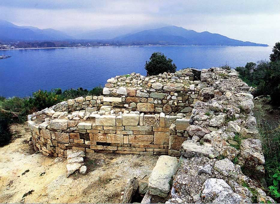 Ο τάφος του Αριστοτέλη στα αρχαία Στάγειρα.