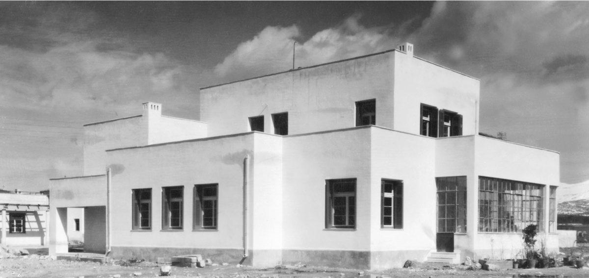 Εικ. 7. Η οικία Πετυχάκη στο Ψυχικό (περί το 1934), σχεδιασμένη από τον Ζάχο σε μοντέρνα γραμμή. Φωτογραφικό αρχείο Ε. Φεσσά-Εμμανουήλ.