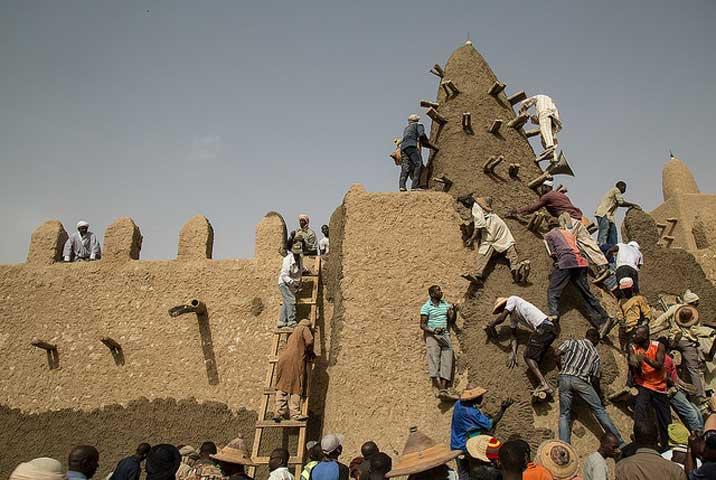 Εικ. 2. Η ειρηνευτική αποστολή των ΗΕ στο Μάλι (MINUSMA) συνεργάζεται στενά με την UNESCO για την προστασία της πολιτιστικής κληρονομιάς του Μάλι.