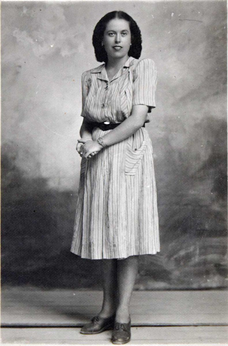 Εικ. 8. Η Όλγα Σαρατσιώτου, η πρώτη δασκάλα του Δημοτικού Σχολείου.
