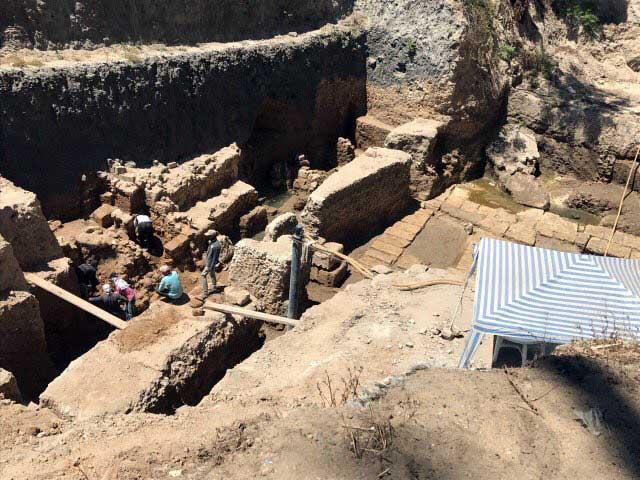 Το δημόσιο κτίριο της Πτολεμαϊκής εποχής όπου αποκαλύφθηκε και η λαξευτή σήραγγα εντοπίστηκε το 2015 (φωτ.: ΑΠΕ-ΜΠΕ).